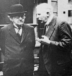 Thomson y Rutherford hablando de sus cosas.