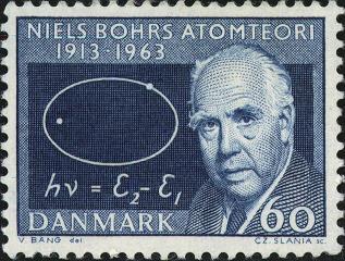 Ejem, señores del servicio postal danés. En el modelo de Bohr las órbitas era circulares. Se han colado, como el rey pensando que Niels era su hermano.