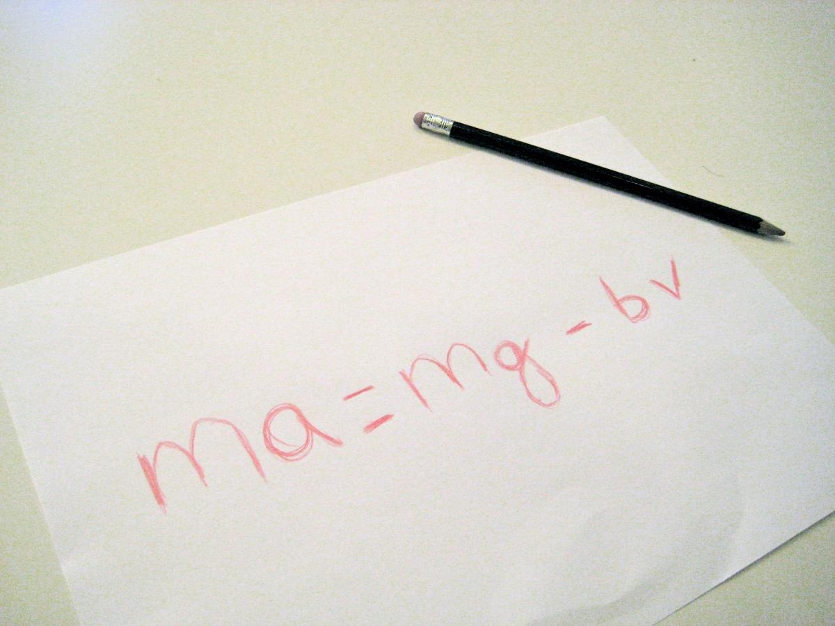 Una lección de física arrugando un papel